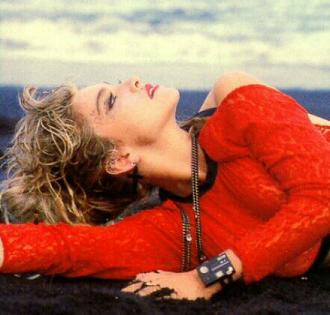 madonna_red_lace_85_5.jpg